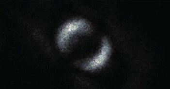 """Đây là bức ảnh đầu tiên của """"tác động ma quái"""" mà Einstein nói đến"""