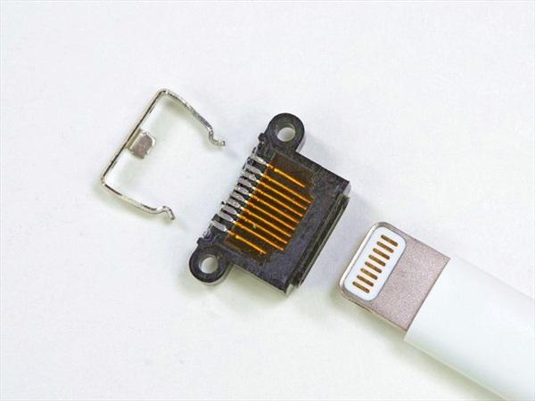 Tin vui: iPad Pro hỗ trợ USB 3.0. Tin buồn: adapter hoặc cáp sẽ phải mua.