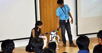 Mắt thấy tai nghe robot NAO nói tiếng Việt, nhảy Gangnam Style