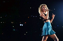 """Apple """"mua trọn"""" người đẹp Taylor Swift sau scandal ầm ỹ"""