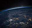 Ngắm chùm ảnh ấn tượng về tia sét khi nhìn từ ngoài không gian