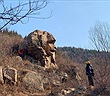 """Kỳ bí mỏm đá tự nhiên giống hệt tượng nhân sư, """"vượn đá"""""""