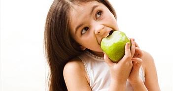 Ăn táo, uống trà xanh giúp giảm cảm lạnh, ngừa ho