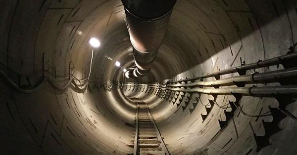 Elon Musk hé lộ đường hầm chống tắc đường đầu tiên ở Los Angeles