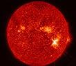 Lý do Mặt trời không thể trở thành hố đen
