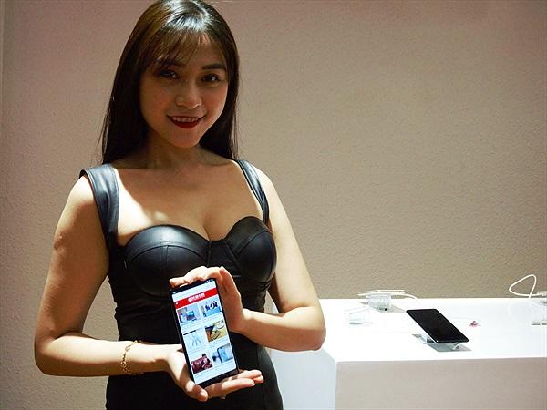 Xiaomi Mi Mix 2 giá 12,99 triệu đồng tại VN
