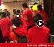 """Hình ảnh cầu thủ Việt Nam """"nghịch như quỷ"""" sau khi vô địch AFF Cup 2018"""