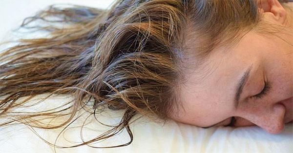 Điều gì xảy ra khi bạn để tóc ướt đi ngủ?