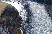 Điều gì đã xảy ra khi dòng sông bỗng nhiên đóng băng rồi vỡ vụn tràn bờ?