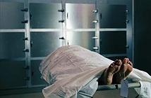 Còn sống bị đưa vào nhà xác, người phụ nữ chịu kết kinh dị