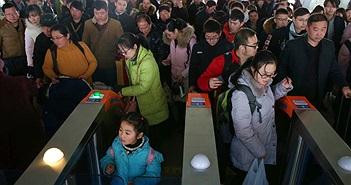 """Trung Quốc sẽ cấm những người có """"nhân cách xã hội"""" thấp đi máy bay, tàu hỏa"""