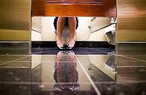 Tại sao một số người không thể  đại tiện ở nhà vệ sinh công cộng?