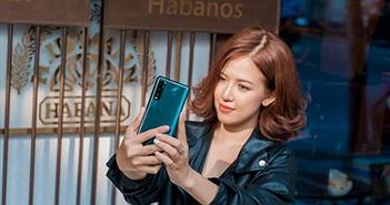 Chiêm ngưỡng bóng hồng Thu Hà tự tin, phong cách cùng Oppo Find X2
