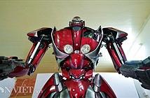 Ảnh, clip: Bạn trẻ Việt chế robot Transformer khổng lồ từ rác thải nhựa