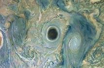 Sửng sốt phát hiện lỗ hổng đen quái lạ trên sao Mộc