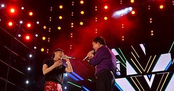 """Sếp Viettel hát """"Em của ngày hôm qua"""" cùng Sơn Tùng MTP trong đêm đại nhạc hội"""