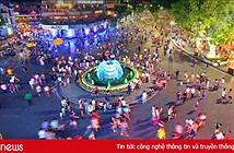 Hàng loạt sự kiện ở phố đi bộ Hồ Gươm gây tức cười trên Facebook