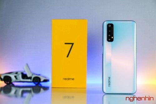 Khui hộp Realme 7: màn hình 90Hz, RAM 8GB, pin 5.000 mAh, camera chính 64MP