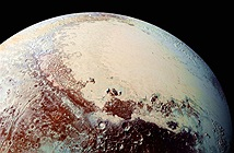 Phát hiện đại dương khổng lồ trên sao Diêm Vương
