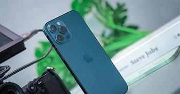 Trên tay iPhone 12 Pro Max tại Việt Nam: mỏng, gọn, màn lớn nhưng cấn tay