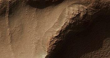 Tìm thấy cấu trúc tổ ong khổng lồ trên sao Hỏa