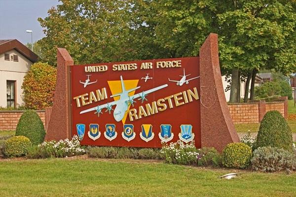 """Vào trong căn cứ không quân """"khủng"""" của Mỹ ở châu Âu"""
