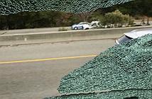 Một loạt xe buýt chở nhân viên Apple và Google bị tấn công đến vỡ kính cửa sổ