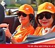 """""""Người đàn bà thép"""" của Vietnamobile ngồi xe mui trần quảng bá 4G trên đường phố miền Nam"""