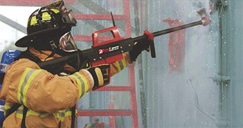 Súng cứu hỏa phun nước xuyên tường bê tông, cửa sắt