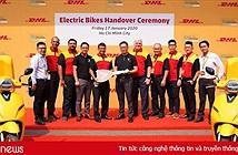 """DHL Express bổ sung 10 xe máy điện vào danh mục các phương tiện giao nhận """"xanh"""" tại Việt Nam"""