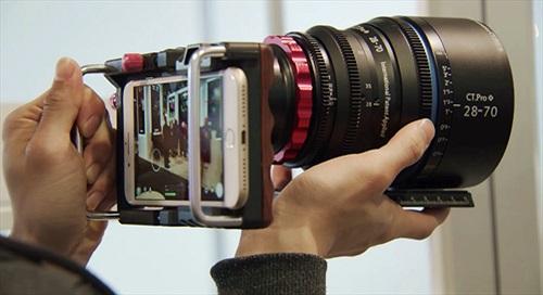 Ngàm gắn ống kính máy ảnh lên điện thoại từ Cinematics Inc