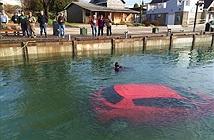 Lái xe theo GPS, cô gái lao thẳng xuống hồ sâu 30m
