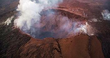 Hawaii: Núi lửa Kilauea tạo ra cột tro bụi mịt mù cao đến 9.000 mét