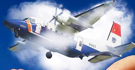 Ảnh ngóng chờ 9 người đội bay CASA-212 khiến cư dân mạng rớt nước mắt