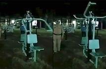 Đi tuần ban đêm, cảnh sát Ấn Độ dựng tóc gáy vì chứng kiến...ma tập thể dục?