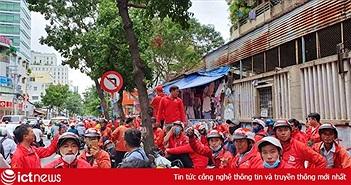 Tài xế Go-Viet tắt ứng dụng, biểu tình, kéo đến trụ sở công ty ở TP.HCM