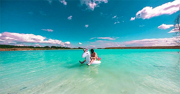Chiếc hồ trong xanh thơ mộng thu hút nhiều người chụp ảnh hóa ra lại là nơi rất nguy hiểm