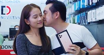 """Sara Lưu """"chơi lớn"""" tặng Dương Khắc Linh iPhone 11 Pro Max giá 79 triệu nhưng chỉ được ngắm"""
