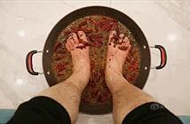Khám phá sốc lẩu ngâm chân độc lạ ở Trung Quốc