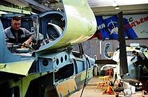 Cảnh lắp ráp cá sấu bay Ka-52 hiếm có của Nga