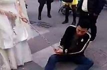 Chú rể bị cô dâu xích tay kéo trên phố vì dám trốn làm điều này