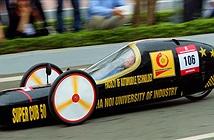 Sinh viên chế xe có thể chạy gần 3.000km với một lít xăng