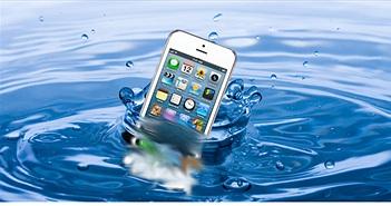 Phải làm gì nếu iPhone bị rơi xuống nước?