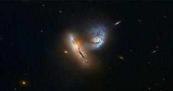 Hai thiên hà va chạm cách Trái đất 424 triệu năm ánh sáng