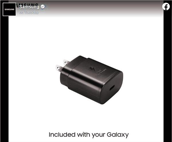 """Vừa thấy iPhone 12 không kèm cục sạc, Samsung lập tức """"troll"""" Apple"""