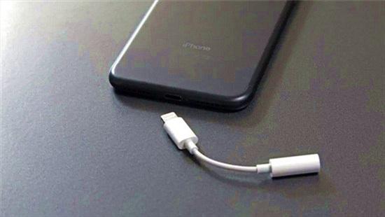 Từ việc cắt bỏ củ sạc nhanh lộ ra 'bộ mặt thật' của Apple