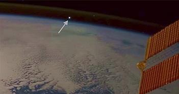 Khoảnh khắc thiên thạch đâm xuống Trái đất nhìn từ vũ trụ