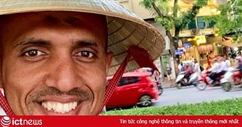 Trọng tài trận Việt Nam - Thái Lan đội nón lá check-in tại hồ Gươm
