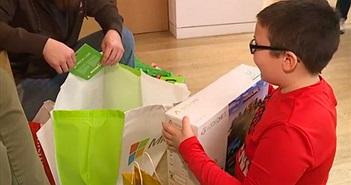 Dành hết tiền mua Xbox để mua chăn cho người vô gia cư, cậu bé 9 tuổi được Microsoft tặng quà hậu hĩnh