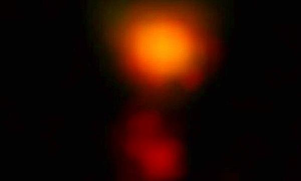 """""""Soi"""" thiên hà bụi bặm xa nhất hàng trăm triệu năm tuổi"""